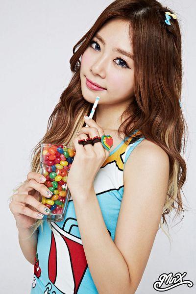 Tags: K-Pop, Dreamcatcher, Minx, Jiu, Hair Bow, Blue Headwear, Ring, Blue Eyes, Blue Dress, Straw, Sleeveless, Bare Shoulders