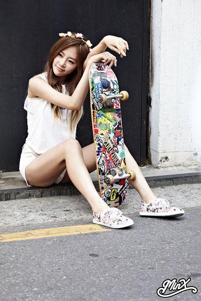 Tags: K-Pop, Dreamcatcher, Minx, Jiu, White Shorts, Shorts, Bare Shoulders, Flower Crown, Crown, Skateboard, Sleeveless Shirt, Flower