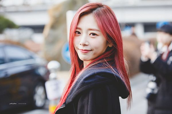 Tags: K-Pop, Dreamcatcher, Jiu, Text: Artist Name, Red Hair, Pale Plum, Black Outerwear, Outdoors, Red Lips, Black Jacket
