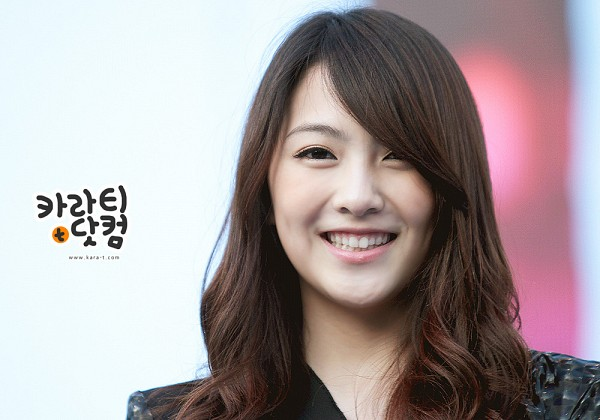 Tags: K-Pop, KARA, Jiyoung Kang, Wavy Hair, Cute, Korean Text, Grin, Kara-t