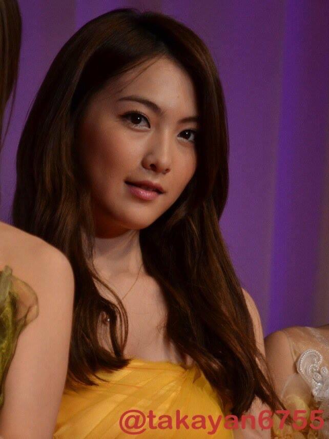 Tags: K-Pop, KARA, Jiyoung Kang, Necklace, Purple Background, Yellow Outfit, Yellow Dress
