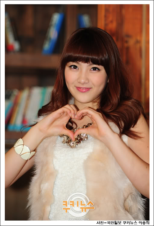 Tags: K-Pop, KARA, Jiyoung Kang, Frame, Heart Gesture, Bare Shoulders, Heart, Korean Text, Necklace, White Border, Bracelet, White Outerwear