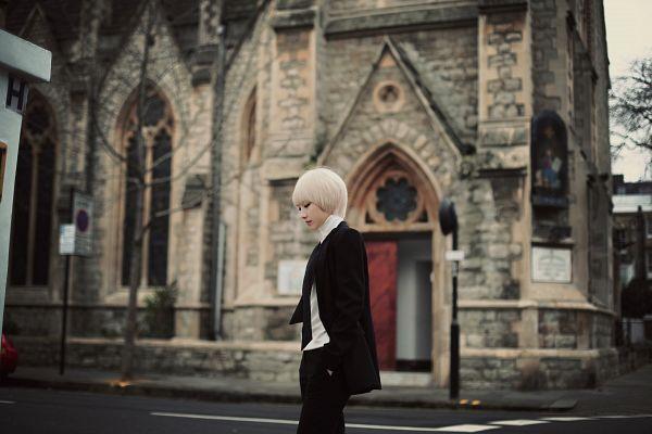 Tags: K-Pop, LOOΠΔ, Let Me In, Jo Haseul, Road, Black Outerwear, Black Pants, Looking Ahead, Black Jacket, Looking Down, Hand In Pocket, Wallpaper