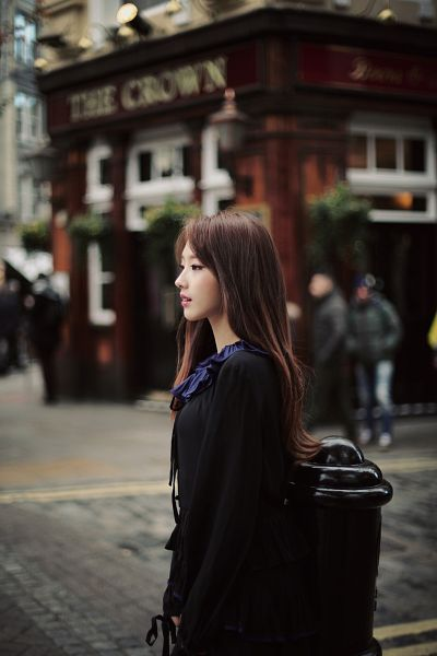 Tags: K-Pop, LOOΠΔ, The Carol, Jo Haseul, Black Shirt, Serious, Side View, Looking Ahead, Black Eyes, Android/iPhone Wallpaper