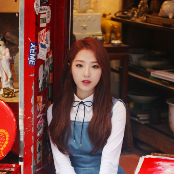 Tags: K-Pop, LOOΠΔ, Jo Haseul, Serious, Blue Dress, Blue Outfit, Make Up, Love&Live