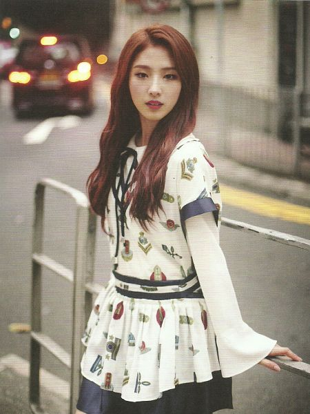 Tags: K-Pop, LOOΠΔ, Jo Haseul, Make Up, Red Hair, Scan, Android/iPhone Wallpaper, Love&Live
