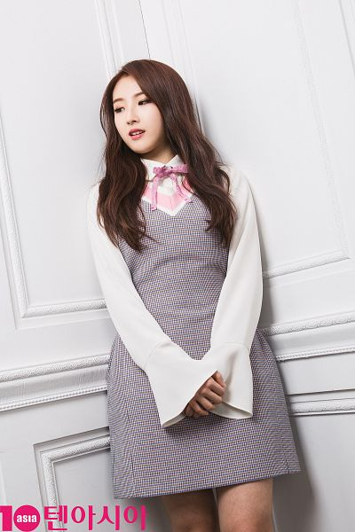 Tags: K-Pop, LOOΠΔ, Jo Haseul, Pink Bow, Looking Away, Wall, Bow, Gray Dress, 10asia + Star, Magazine Scan