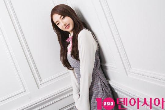 Tags: K-Pop, LOOΠΔ, Jo Haseul, Wall, Gray Dress, Magazine Scan, 10asia + Star