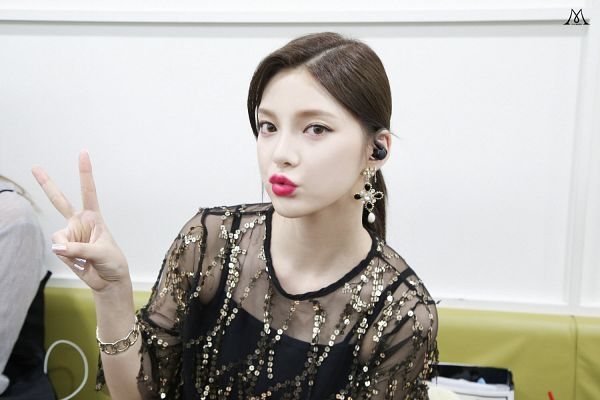 Tags: K-Pop, Nine Muses, Jo Sojin, Contact Lenses, Black Outfit, Pouting, Backstage, Hair Up, Ponytail, Short Sleeves, V Gesture, Bracelet