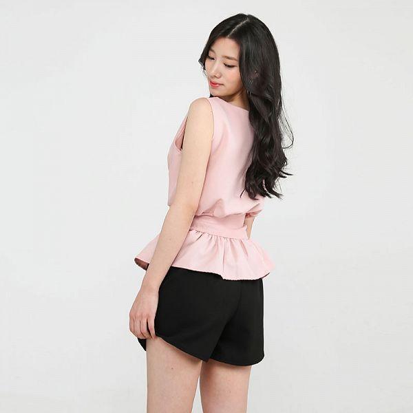 Tags: K-Pop, Berry Good, Johyun, Pink Shirt, Simple Background, Gray Background, Standing, Sleeveless Shirt, Sleeveless, Bare Shoulders, Black Eyes, Shorts