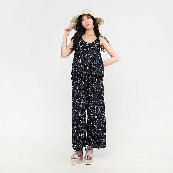 Tags: K-Pop, Berry Good, Johyun, Earrings, Black Eyes, Simple Background, Floral Print, Hat, Black Shirt, Standing, Bare Shoulders, Sleeveless Shirt