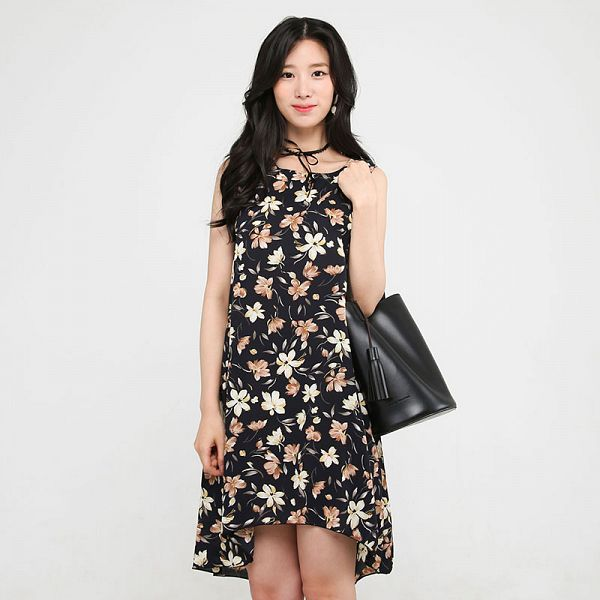 Tags: K-Pop, Berry Good, Johyun, Black Eyes, Choker, Floral Print, Bag, Black Outfit, Floral Dress, Gray Background, Black Dress, Bare Shoulders