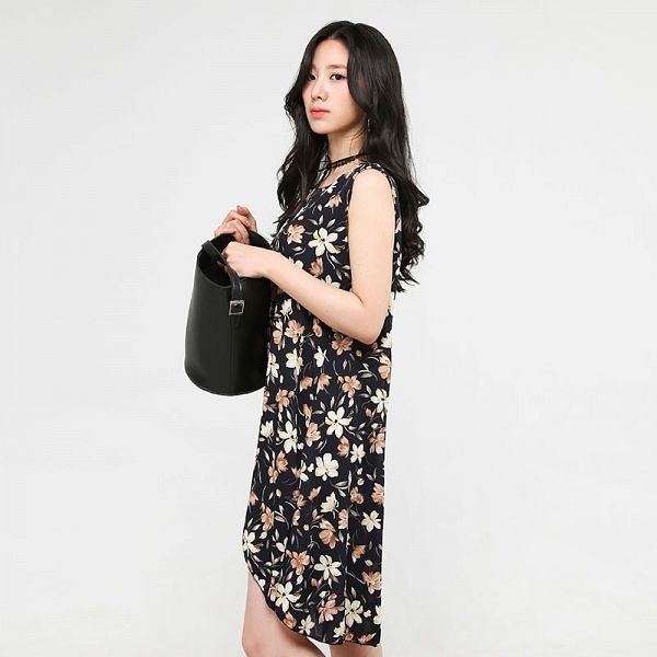 Tags: K-Pop, Berry Good, Johyun, Sleeveless Dress, Black Eyes, Sleeveless, Choker, Floral Print, Dress, Bag, Black Outfit, Floral Dress