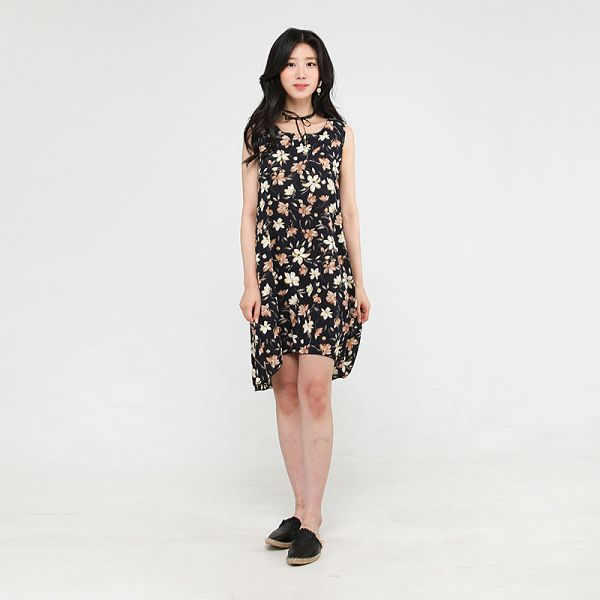 Tags: K-Pop, Berry Good, Johyun, Earrings, Black Footwear, Black Outfit, Floral Dress, Gray Background, Black Dress, Bare Shoulders, Sleeveless, Sleeveless Dress