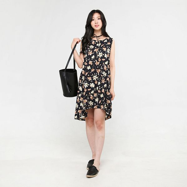 Tags: K-Pop, Berry Good, Johyun, Sleeveless Dress, Floral Print, Sleeveless, Choker, Black Eyes, Slippers, Shoes, Black Footwear, Floral Dress