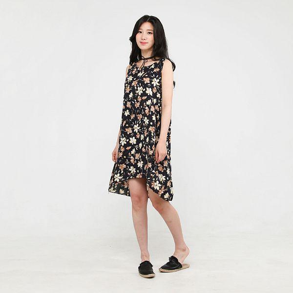 Tags: K-Pop, Berry Good, Johyun, Shoes, Black Footwear, Black Outfit, Floral Dress, Dress, Gray Background, Simple Background, Bare Shoulders, Black Dress