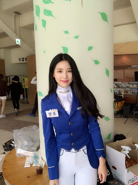 Tags: K-Pop, Television Show, Berry Good, Johyun, Blue Jacket, Uniform, White Pants, Blue Outerwear, Black Eyes, Idol Star Athletics Championships, Twitter