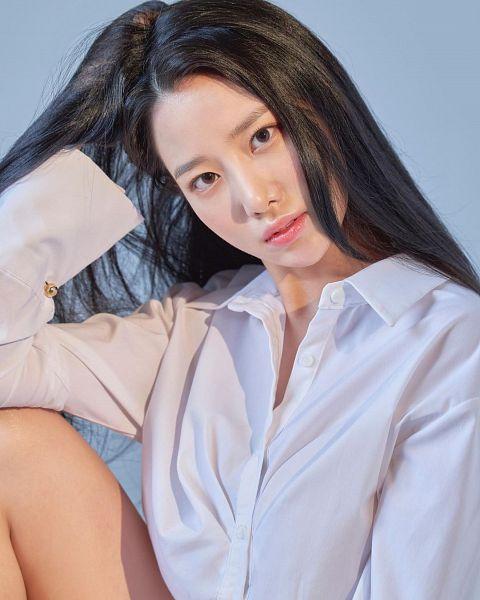 Tags: K-Pop, Berry Good, Johyun, Serious, Instagram
