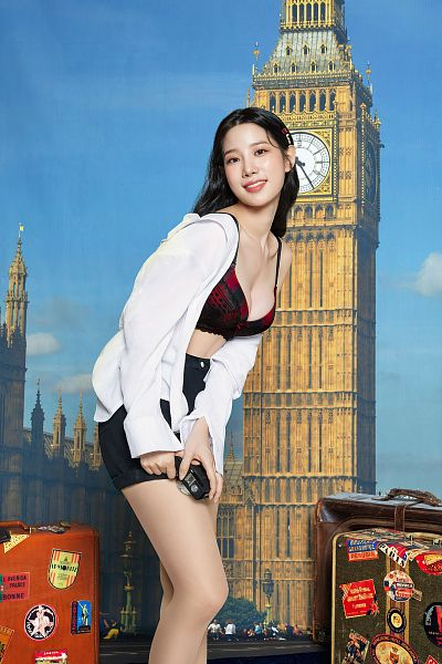 Tags: K-Pop, Berry Good, Johyun, Black Shorts, Cleavage, Tower, Suitcase, Bag, Midriff, Lingerie, Hand On Leg, Camera