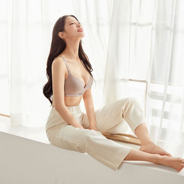 Tags: K-Pop, Berry Good, Johyun, Barefoot, Bare Legs, Cleavage, Collarbone, Lingerie, White Pants, Midriff, Bra, Looking Up