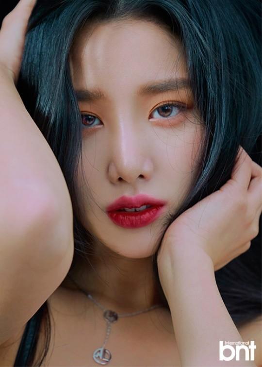 Tags: K-Pop, Berry Good, Johyun, Blush (Make Up), Red Lips, Black Background, Necklace, Serious, Make Up, Dark Background, International Bnt, Magazine Scan