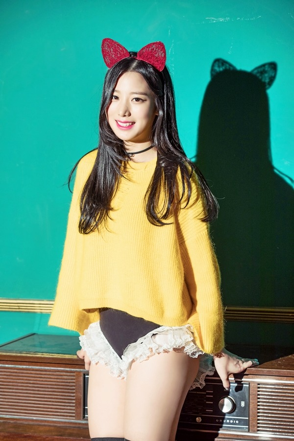 Tags: K-Pop, Berry Good, Johyun, Grin, Animal Ears, Yellow Shirt, Radio, Shadow, Frills, Choker, Bloomers, Black Eyes
