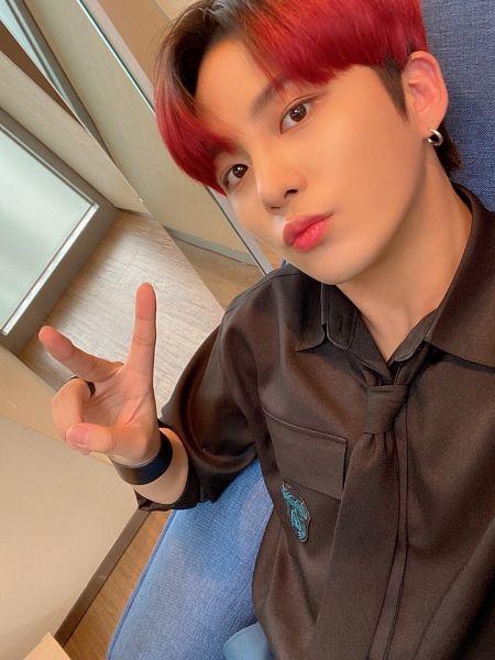 Tags: K-Pop, Ateez, Jongho, Red Hair, Ring, V Gesture