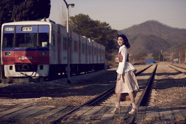 Tags: K-Drama, Joo Da-young, Brown Shirt, Medium Hair, Bag, Suitcase, Train, Vest, High Heels, Walking, Railroad Tracks, GanGee