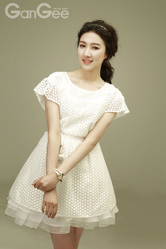 Tags: K-Drama, Joo Da-young, Wristwatch, Hair Up, Short Sleeves, Ponytail, Watch, White Dress, White Outfit, GanGee, Magazine Scan