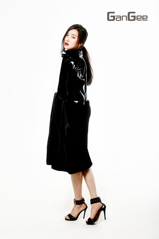 Tags: K-Drama, Joo Da-young, White Background, Turtleneck, Red Lips, Necklace, Hair Up, High Heels, Ponytail, Leather Jacket, Sandals, Light Background
