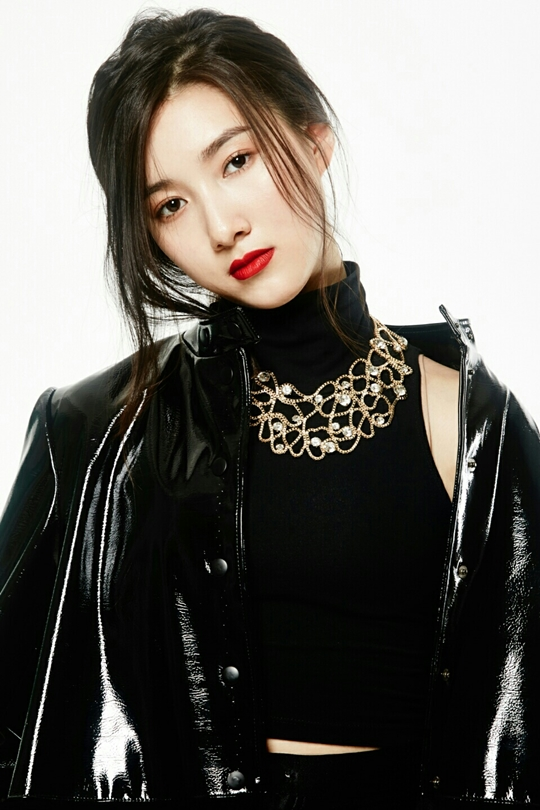 Tags: K-Drama, Joo Da-young, Head Tilt, Necklace, Collar (Clothes), Leather Jacket, Turtleneck, Red Lips, Light Background, White Background, GanGee, Magazine Scan