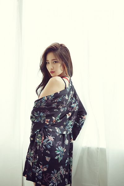 Tags: K-Pop, Two X, Joo Eun-young, Floral Print, Black Outfit, Floral Dress, Light Background, Bare Shoulders, White Background, Black Dress, Looking Back