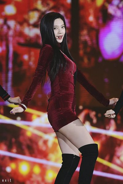 Tags: SM Town, K-Pop, Red Velvet, Joy, Necklace, Black Footwear, Multi-colored Background, Dancing, Bracelet, Looking Ahead, Boots, Red Outfit