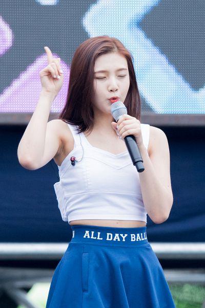 Tags: SM Town, K-Pop, Red Velvet, Dumb Dumb, Joy, Android/iPhone Wallpaper, Live Performance