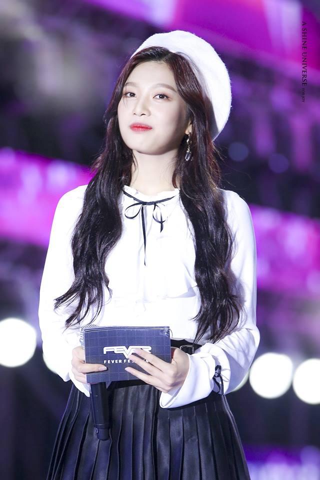 Tags: K-Pop, Red Velvet, Joy, Hat, White Headwear