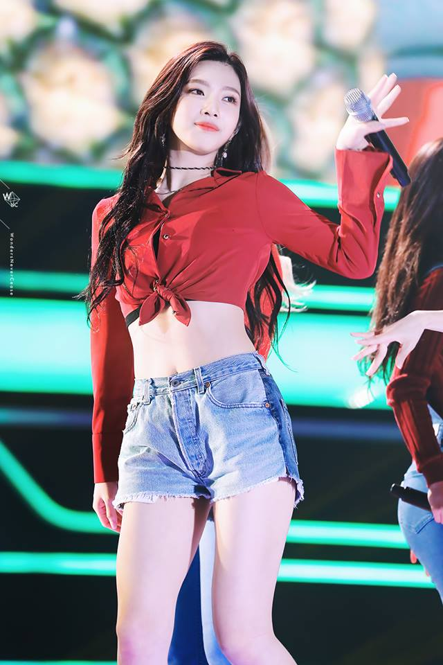 Tags: K-Pop, Red Velvet, Joy, Denim Shorts, Jeans, Crop Top, Navel, Red Shirt, Midriff, Make Up, Shorts, Live Performance