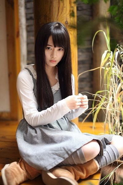 Tags: C-Pop, Ju Jingyi, Bare Legs, Shoes, Gray Legwear, Checkered Dress, Socks, Sitting On Ground, Black Eyes, Boots, Black Outfit, Brown Footwear