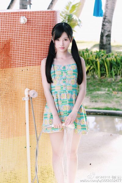 Tags: C-Pop, Ju Jingyi, Sleeveless Dress, Sleeveless, Water, Collarbone, Twin Tails, Bare Shoulders, Green Outfit, Outdoors, Green Dress, Black Eyes