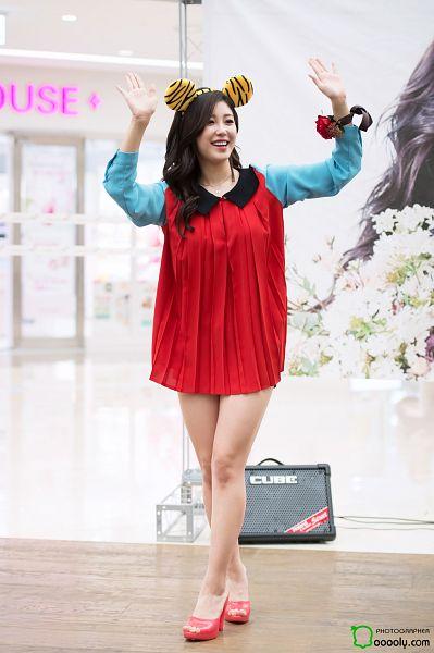 Tags: K-Pop, Secret, Jun Hyoseong, Bracelet, Red Dress, Shoes, Animal Ears, Crossed Legs (Standing), Wavy Hair, Bare Legs, Light Background, Yellow Headwear