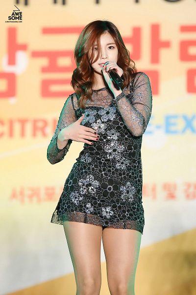 Tags: K-Pop, Secret, Jun Hyoseong, Covering Mouth, Black Outfit, Black Dress, Bare Legs, Orange Background, Awesome (Fansite)