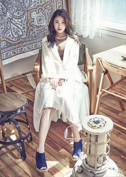 Tags: K-Pop, Secret, Jun Hyoseong, Looking Up, Blue Footwear, Skirt, Brown Shirt, Make Up, White Jacket, Nail Polish, Full Body, Bare Legs
