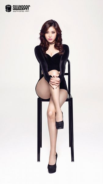 Tags: K-Pop, Secret, Jun Hyoseong, Black Footwear, Make Up, White Background, Black Shorts, Shorts, Crossed Legs, Cleavage, Bare Legs, High Heels