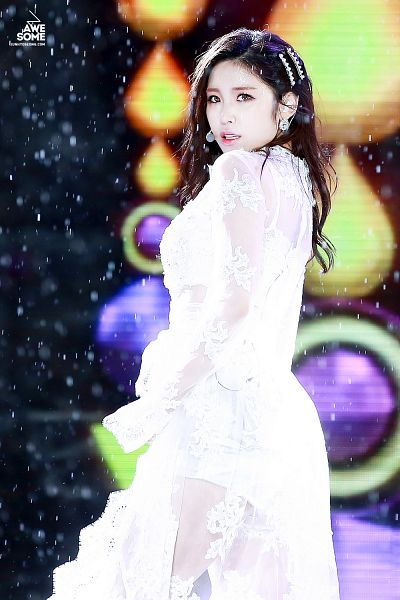 Tags: K-Pop, Secret, Jun Hyoseong, White Skirt, Skirt, Hair Ornament, Hair Clip, Snow, White Shorts, Shorts, Awesome (Fansite), Android/iPhone Wallpaper