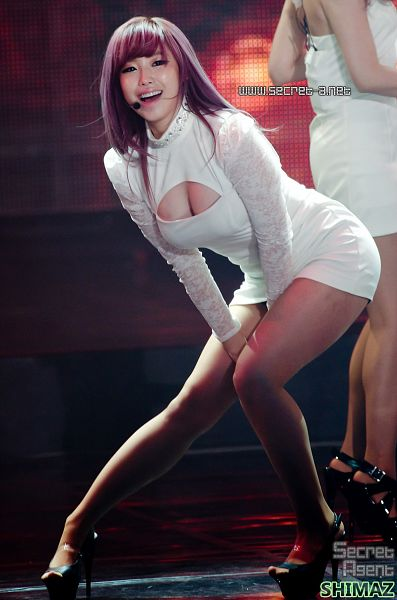Tags: K-Pop, Secret, Jun Hyoseong, High Heels, Bare Legs, White Outfit, Suggestive, Black Footwear, Cleavage, Eyes Half Closed, White Dress, Hand On Leg