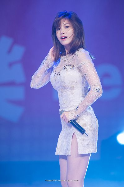 Tags: K-Pop, Secret, Jun Hyoseong, Blue Background, Medium Hair, White Outfit, Bare Legs, Hand In Hair, Looking Up, White Dress, Toodur2, Android/iPhone Wallpaper