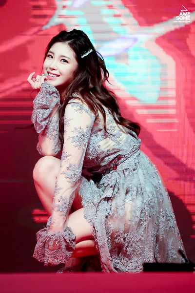 Tags: K-Pop, Secret, Jun Hyoseong, Gray Dress, Chin In Hand, Bare Legs, Red Background, Crouching, Hand On Knee, Hand On Leg, Full Body, Awesome (Fansite)