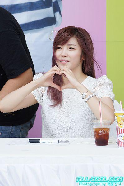 Tags: K-Pop, Secret, Jun Hyoseong, Heart Gesture, Heart