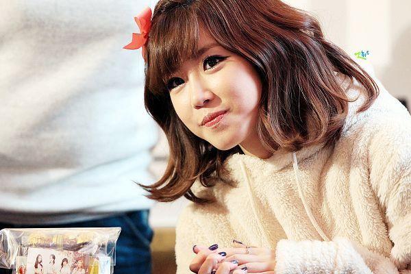 Tags: K-Pop, Secret, Jun Hyoseong, Cute, Flower