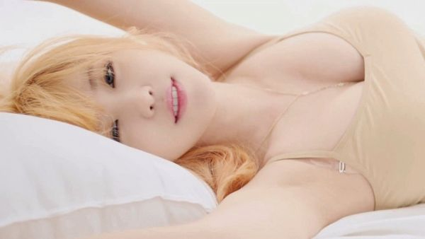 Tags: K-Pop, Secret, Jun Hyoseong, Armpit, On Bed, Suggestive, Bed, Light Background, Bare Shoulders, Black Eyes, White Background, Laying On Back