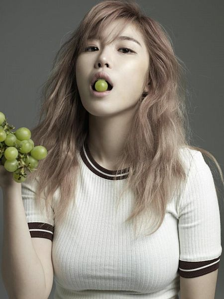 Tags: K-Pop, Secret, Jun Hyoseong, Grapes, Gray Background, Fruits, GQ Korea, Magazine Scan